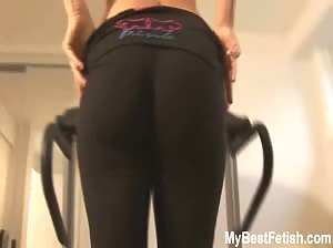 Super sexy Tiffany Preston bouncing tits on treadmill