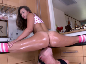 Kelsi Monroe does the splits on the kitchen counter while he eats on her pussy