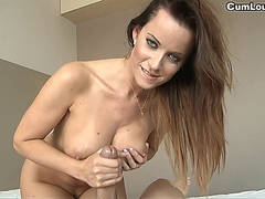 Cindy Dollar knows how to give a Handjob