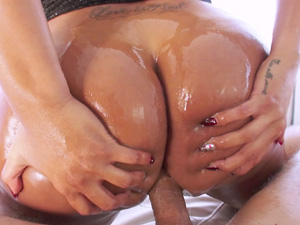 Oily bubble butted Kiara Mia gets a pounding