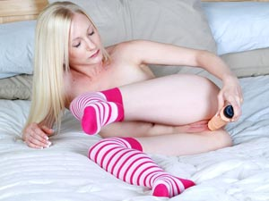 Blonde amateur intense clit pleasure