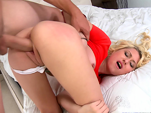 Stacie Andrews nailed in her pink pussy