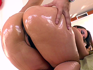 Lexxxi Lockhart is oiled up and screwed