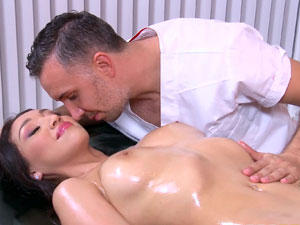 Last fling facial for naughty bride Vicki Chase