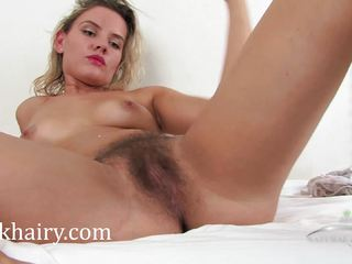 Hairy muff of kinky Regina