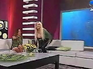 Sabrina Sabrok y un desfile sexy para ViVo TV
