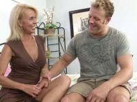 Erica Lauren is a hot granny with nice titties