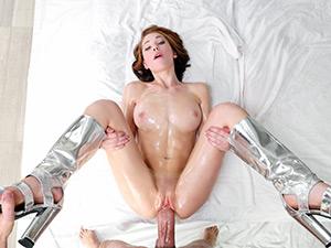 Raylin Ann - Wet & Shiny Pussy