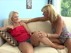 Blonde mommy fingers a sweet girl