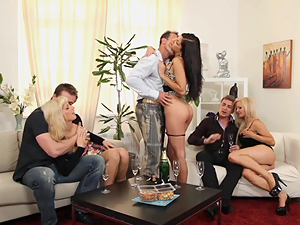 Swinging sex with a horny group