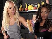 Carla Cox & Kiki Minaj - Squirter's Juice Bar