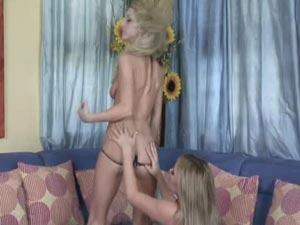 Sexy Lesbians Sammie & Kelly Dildo Riding part 3