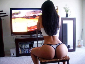 This must be the hottest gamer in the world