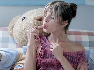 Gina Gerson masturbating