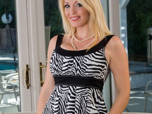 Charlee Chase - My Friend's Hot Mom