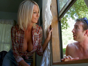 Emma Starr fucked outdoors