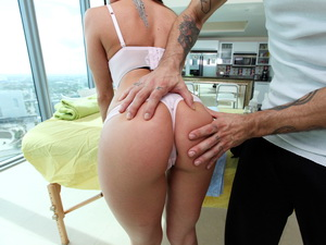 Rachel Roxxx loves erotic massages