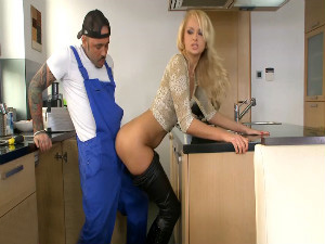 Housewife Ivana Sugar seduces black plumber